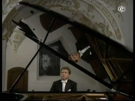 PlayPianos - Emil Gilels plays Mozart Fantasia No 3 in D